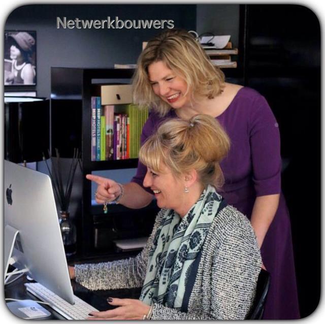 Barbara en Marjolijn aan PC blog